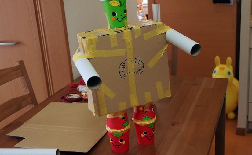 [工作]段ボールと紙コップでロボットをつくった