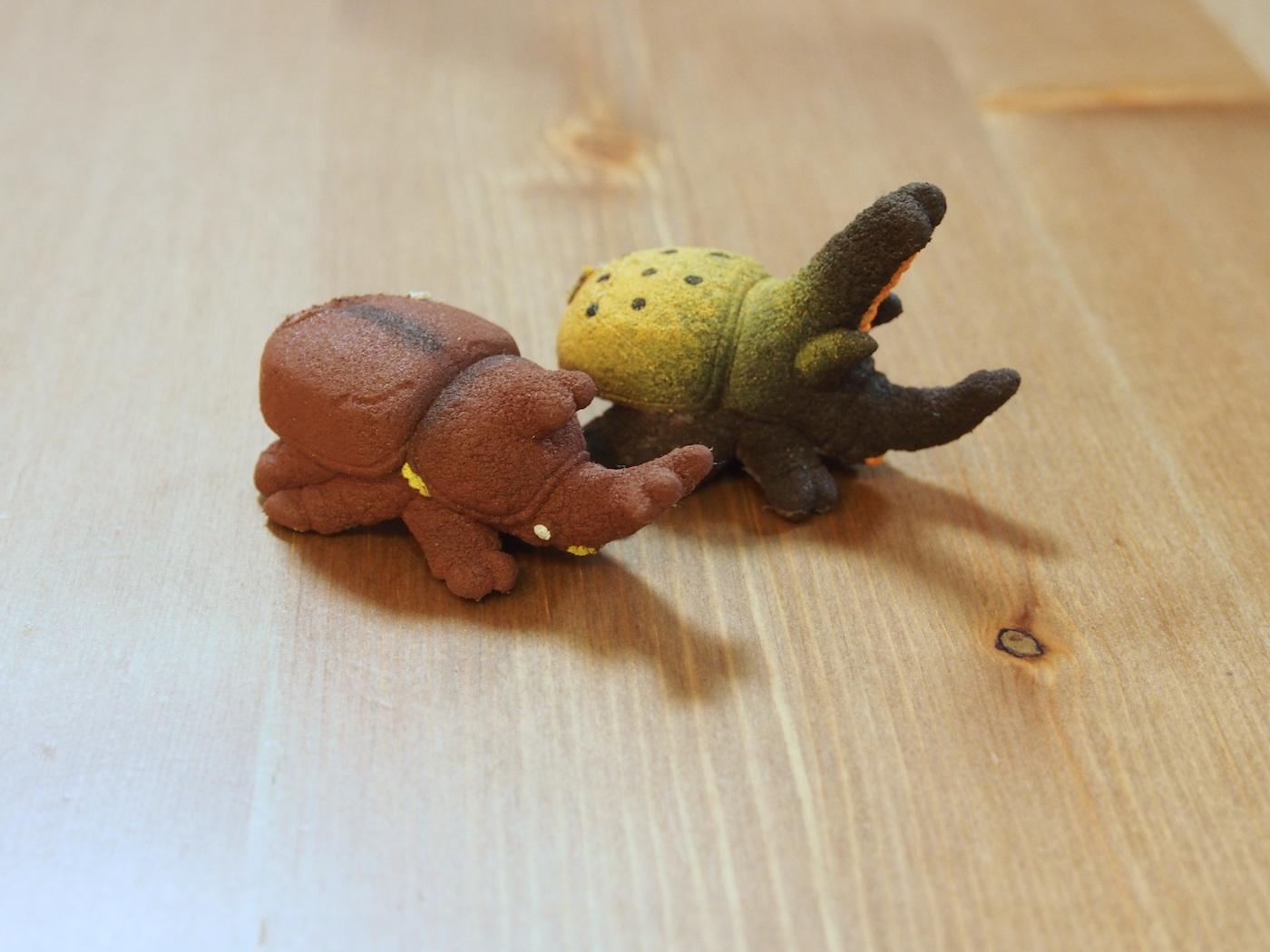 カブトムシとヘラクレスオオカブトのおもちゃ