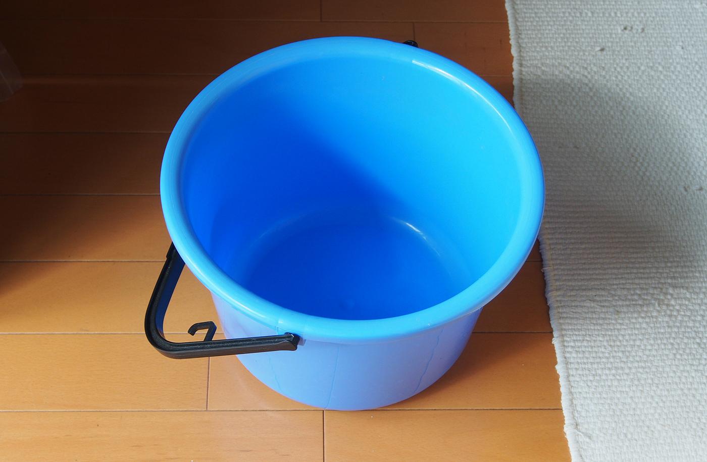 置き水わすれて、バケツがカラ