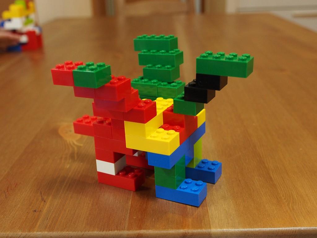 基本ブロックで作るドラゴン、ななめ左むき