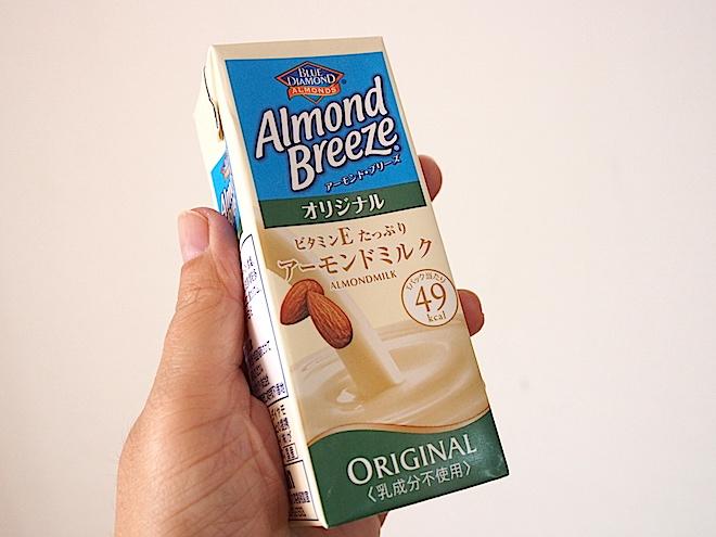 アーモンドミルクを入れる