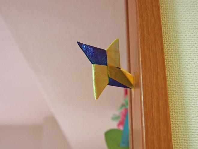 折り紙の手裏剣を貼った