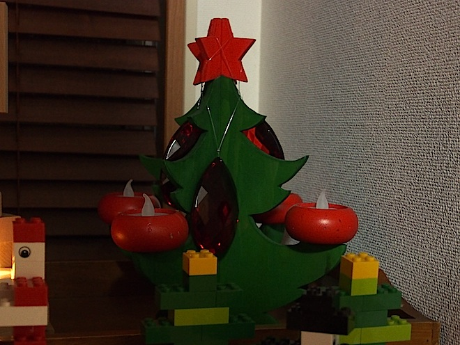 板を組んだクリスマスツリー