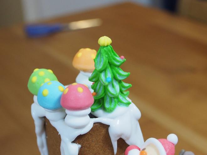 クリスマスツリーときのこは煙突に