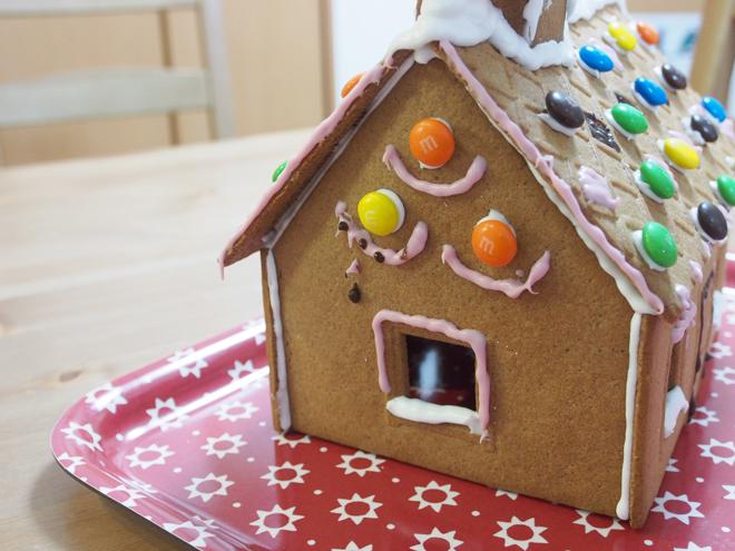 お菓子の家、側面1