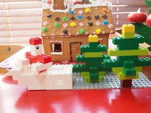 レゴでサンタとそりともみの木