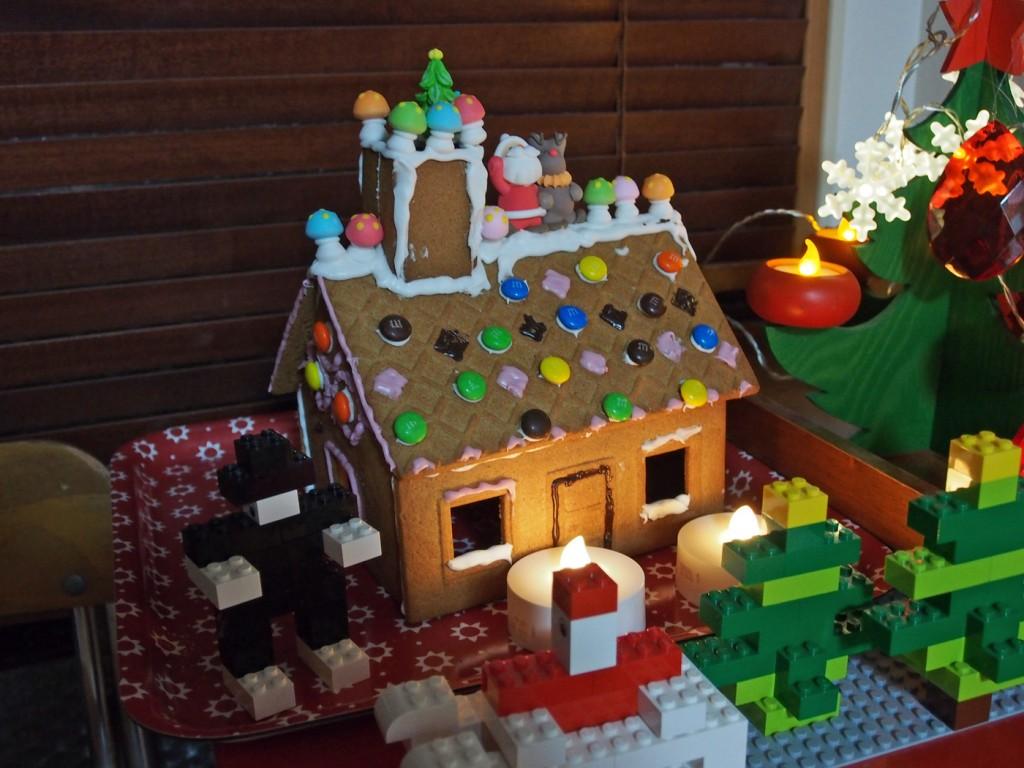 お菓子の家ライトアップ