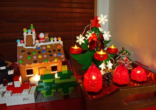 お菓子の家とツリー、ライトアップ