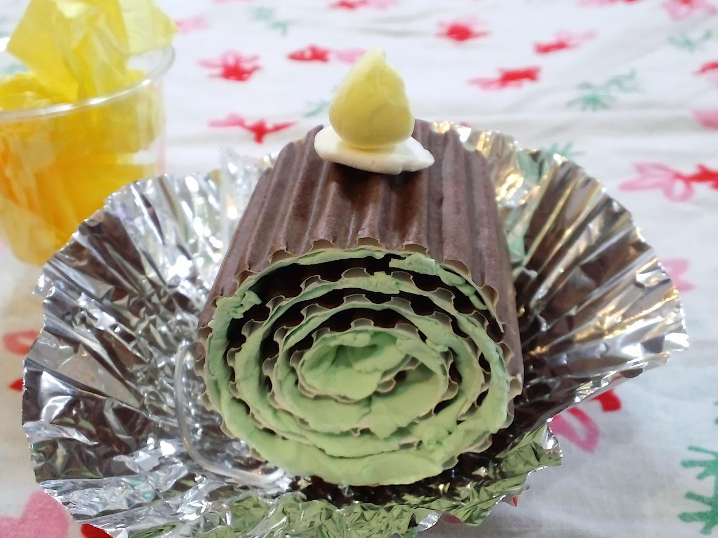 紙のロールケーキ