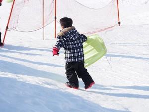 ソリ遊び、スキーウエアパターン