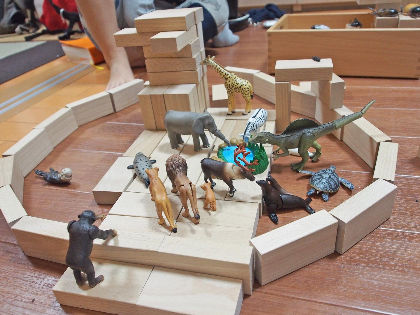 積み木とアニアの動物園