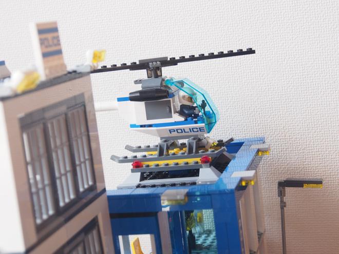 ポリスステーションのヘリ