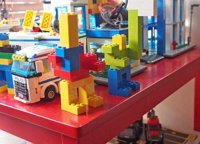 レゴの簡単ロボット、武器もち、剣