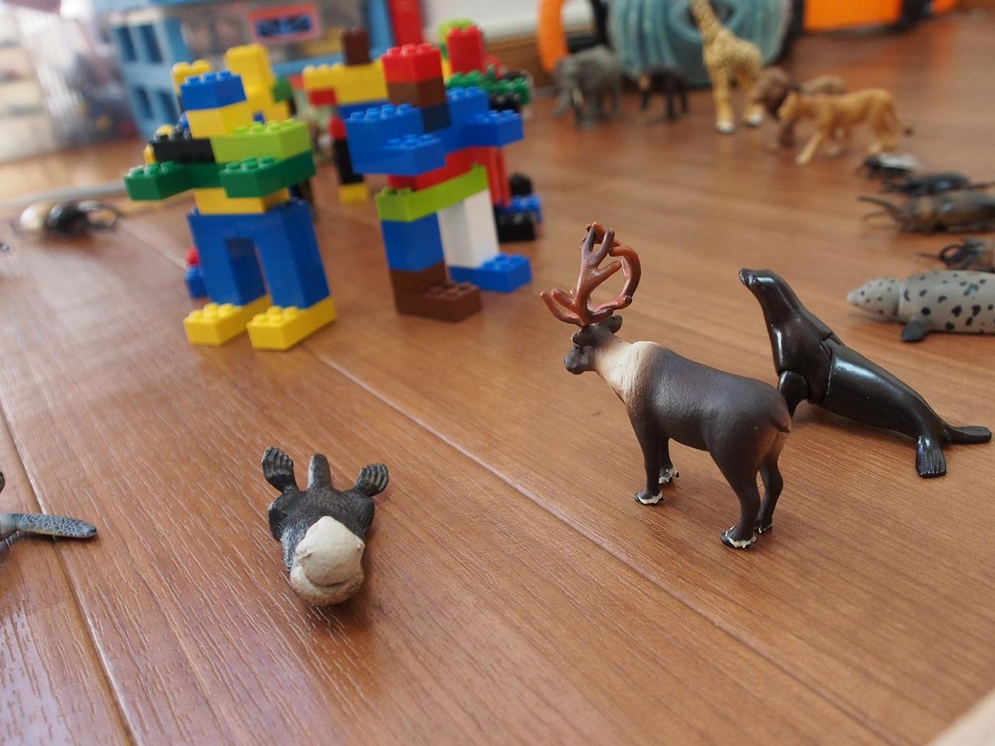 ロボットを取り囲む動物たち2