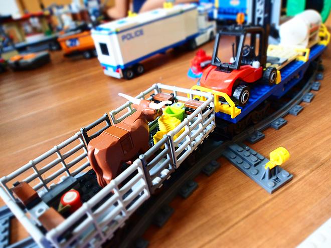 牛を乗せて走る電車