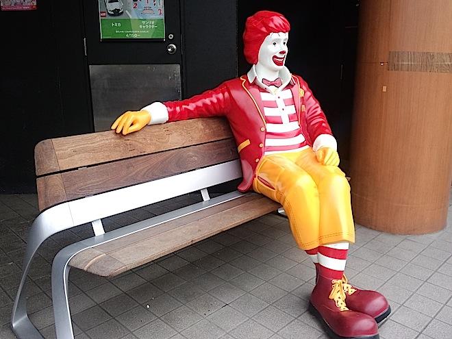 ベンチにいるドナルド