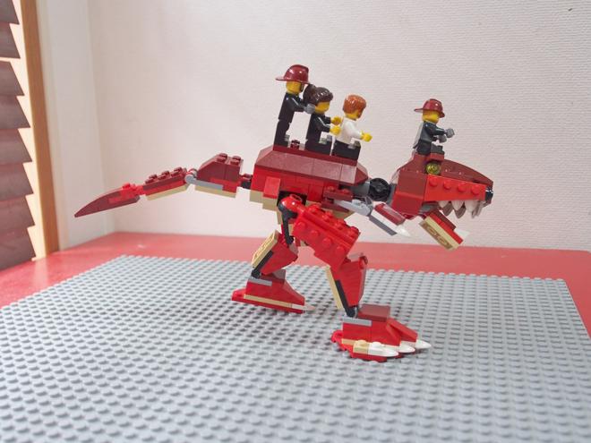 ティラノに乗った4人、横から、レゴ