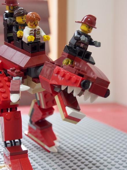 ティラノに乗った3人、レゴ、縦
