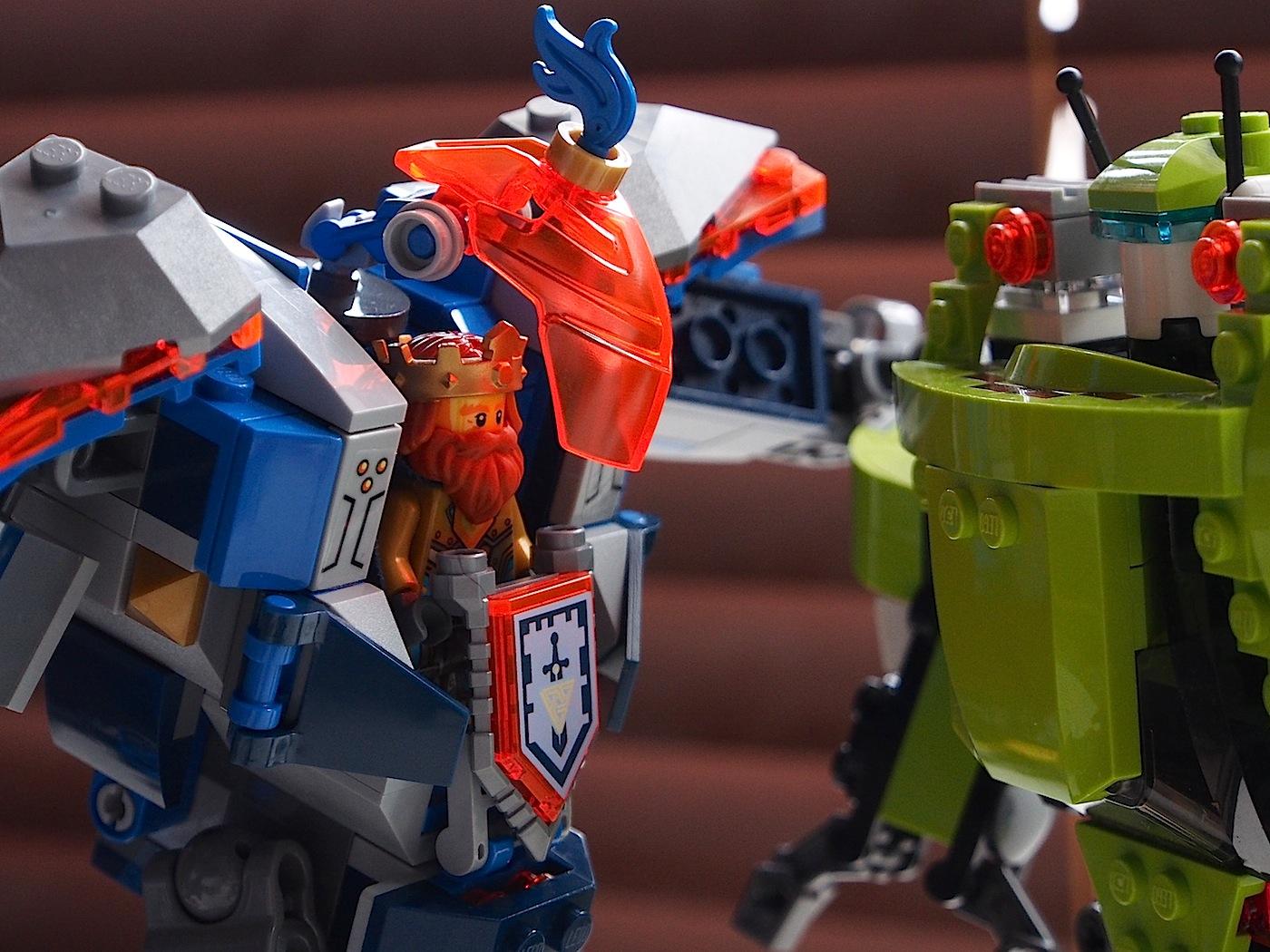 バトルメカとグリーンのロボット