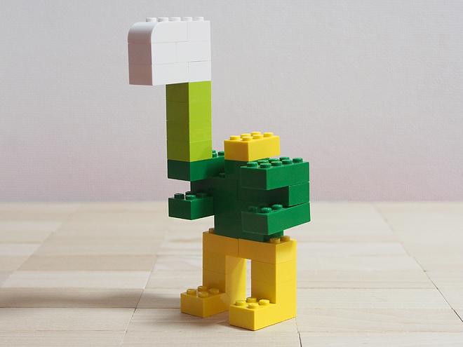 緑のロボット、斧