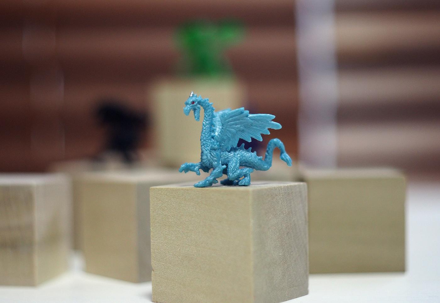 小さなドラゴン、水色