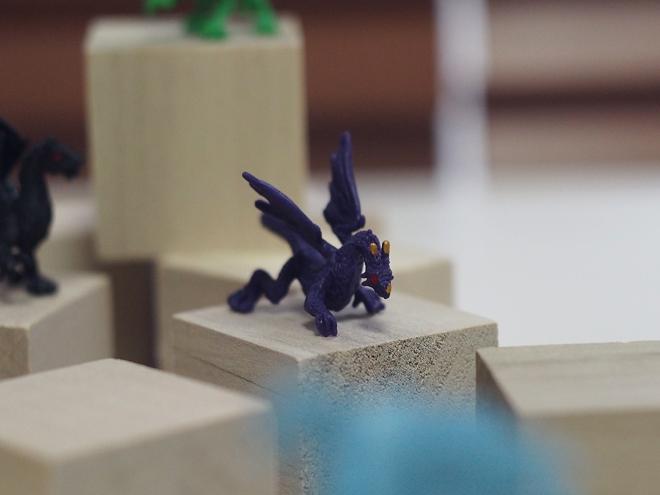 小さなドラゴン、紫