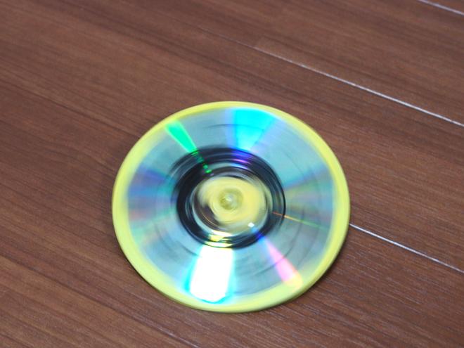 CDで作るコマ、まわる