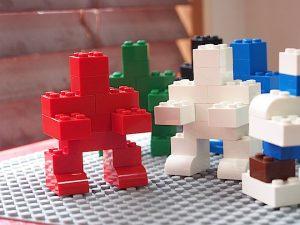 単色のロボット