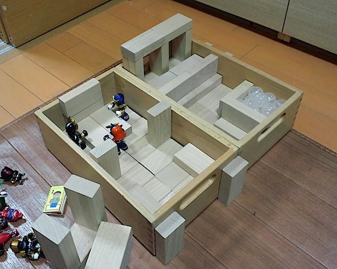 積み木の部屋、会議中2