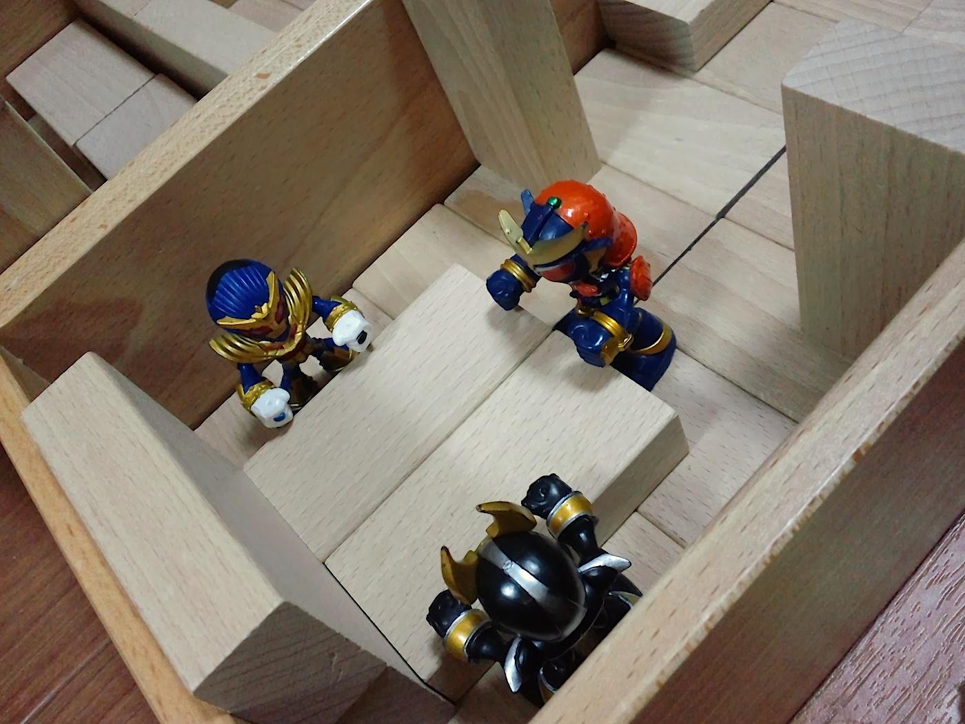 積み木の部屋、会議中
