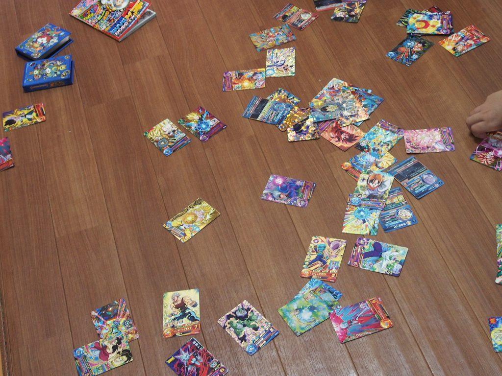 散らばったカード