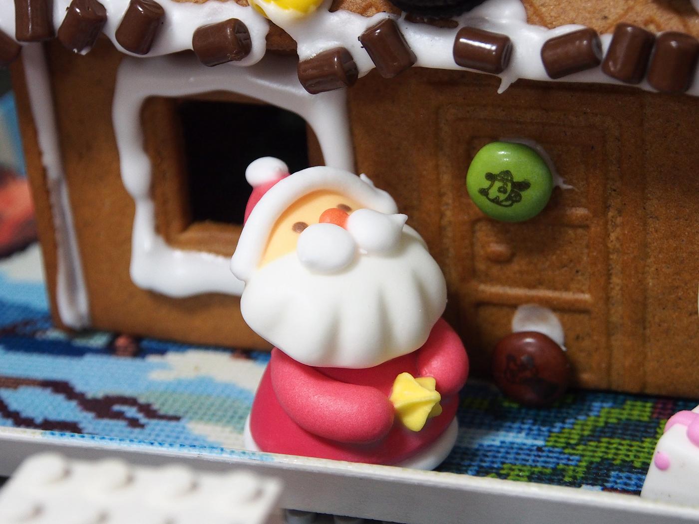 2016IKEAお菓子の家、サンタ