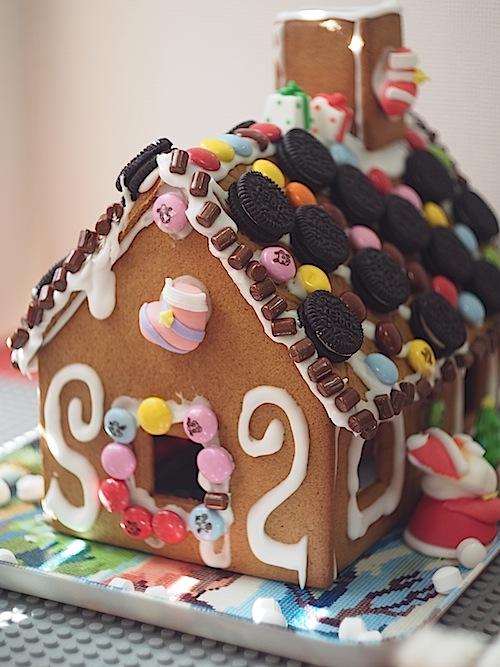 お菓子の家、側面