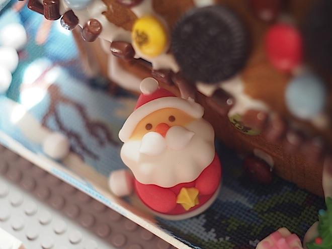 お菓子の家、サンタの位置