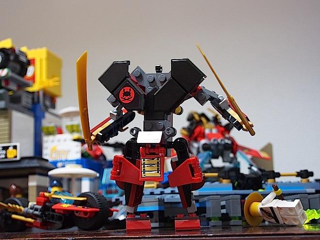 洞窟基地ニンジャベース、ロボット