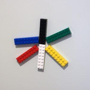 レゴのマグネットで文字、水