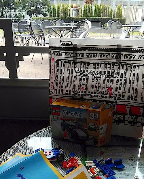 デパートで休憩、レゴで遊ぶ