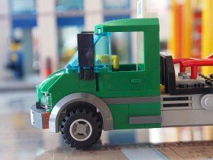 カーゴトレインのトラック、前側面