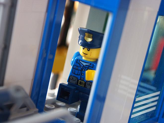 走る警官フィグ2