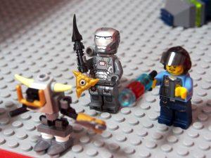 新作武器を持ったミニフィグ