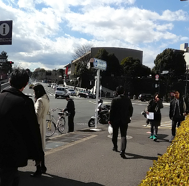 出口から東京国立近代美術館が見える