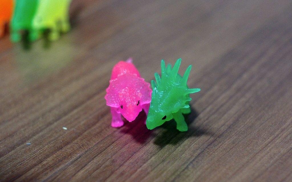 ピンクと緑のトリケラ
