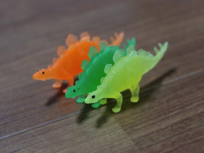 ステゴサウルス、3色