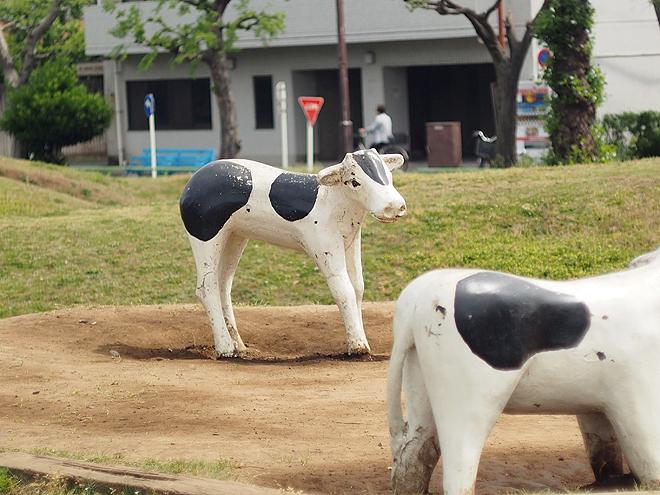 コースの中に、牛の遊具