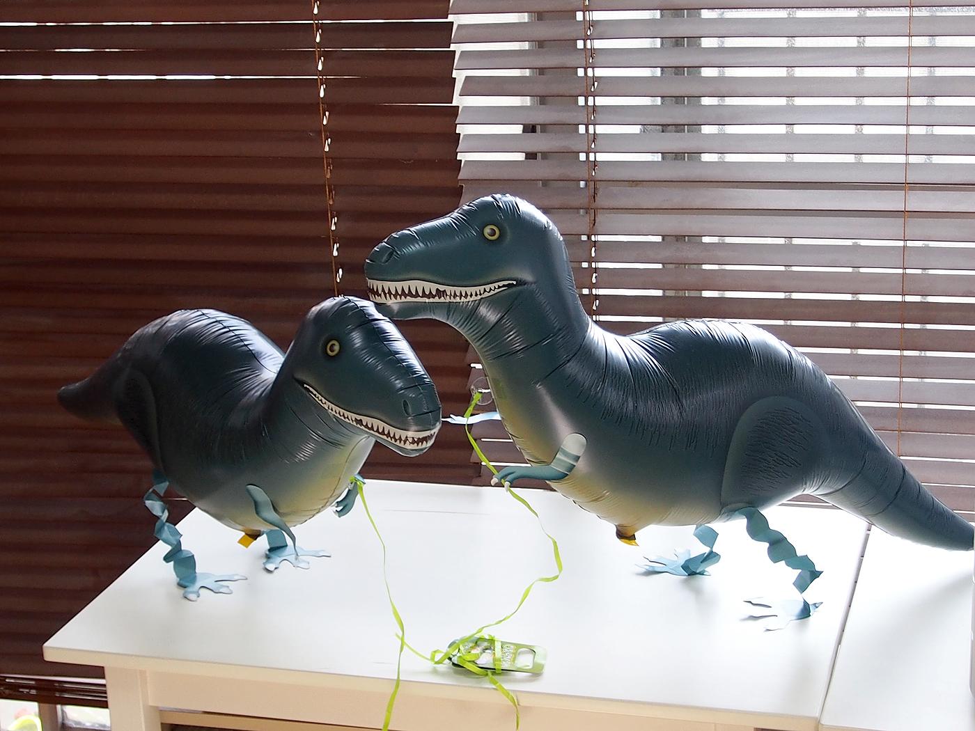 お散歩バルーン、恐竜
