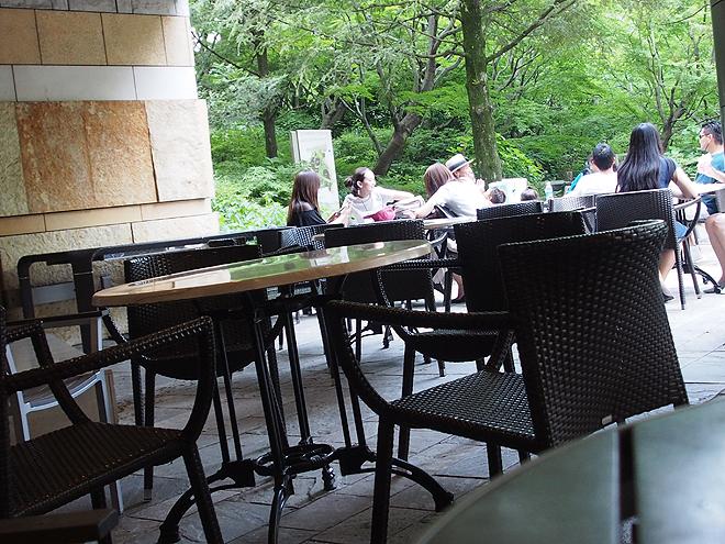 六本木ヒルズのカフェ、テーブル
