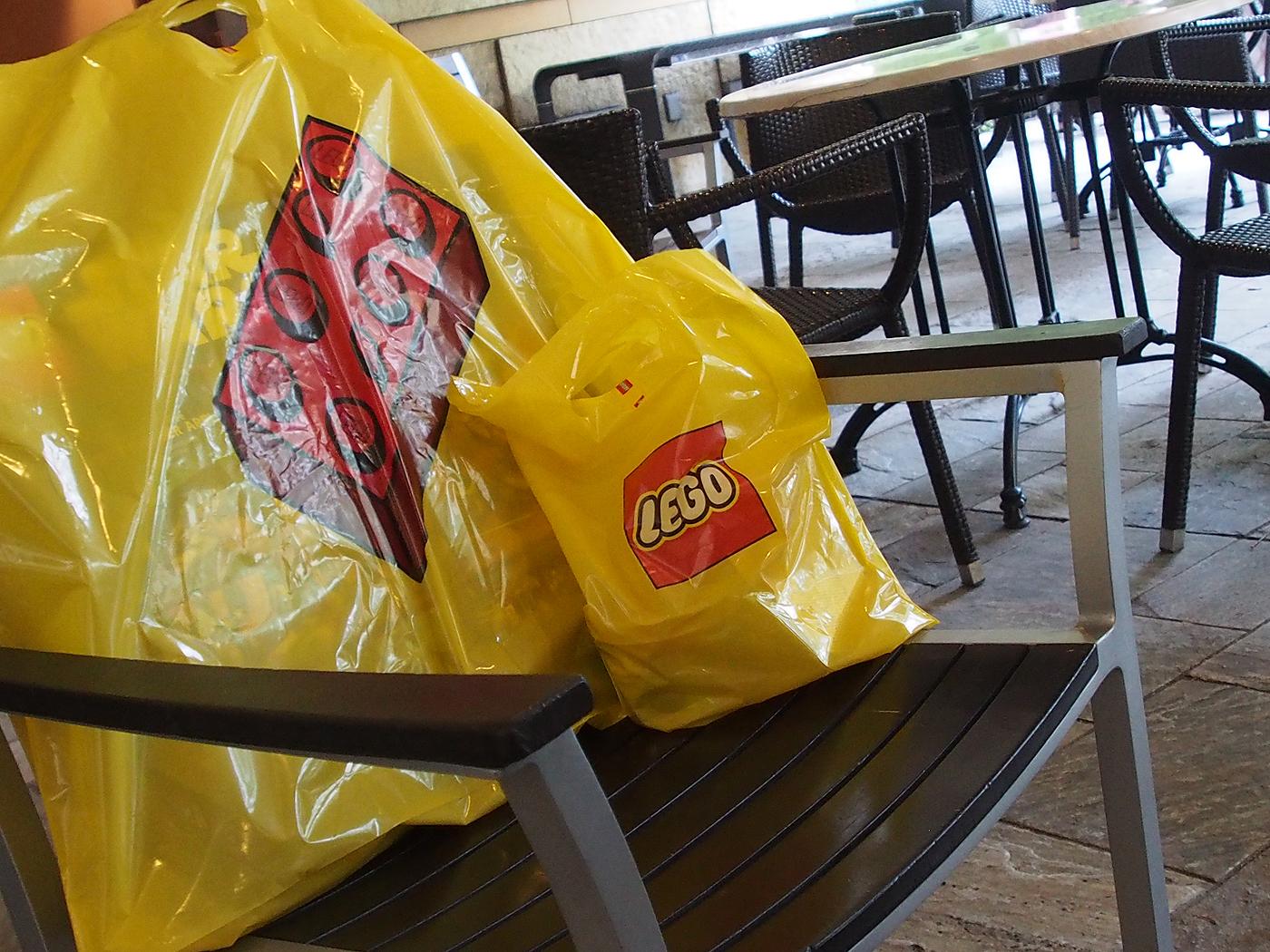 レゴの袋、六本木ヒルズのカフェ