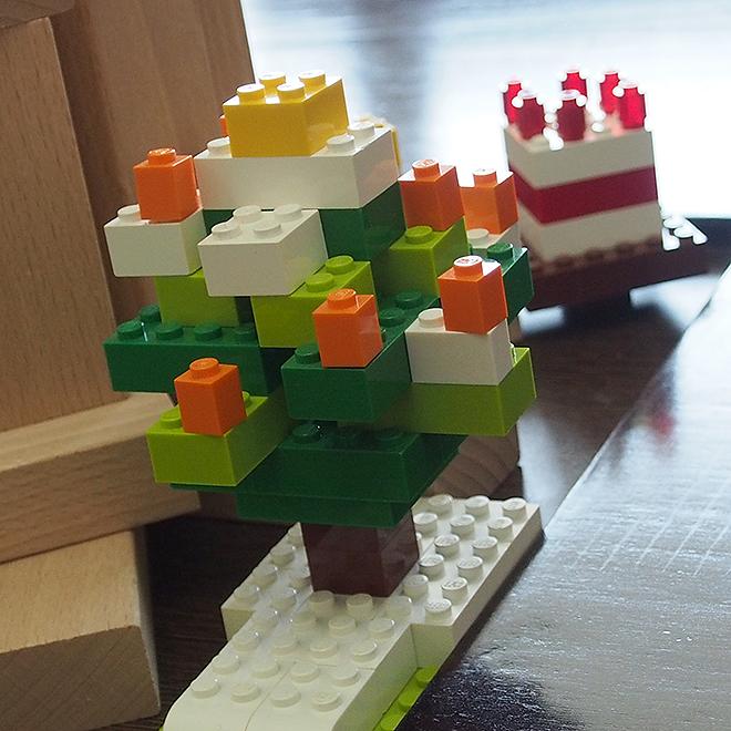 レゴ、雪の積もったツリー