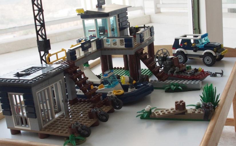 マイクラで再現したい(1)[LEGO CITY]沼地のポリスステーション