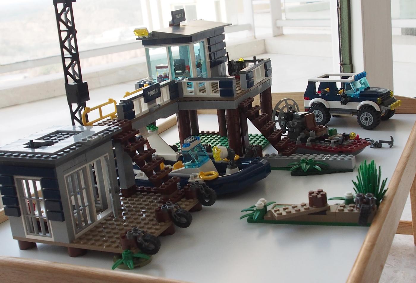 レゴ、沼地のポリスステーション